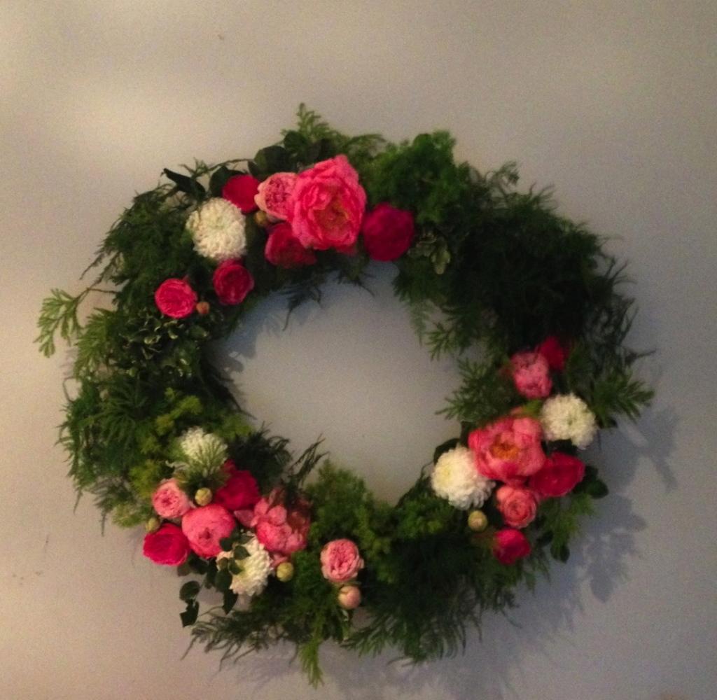 How to make a fresh flower wreath