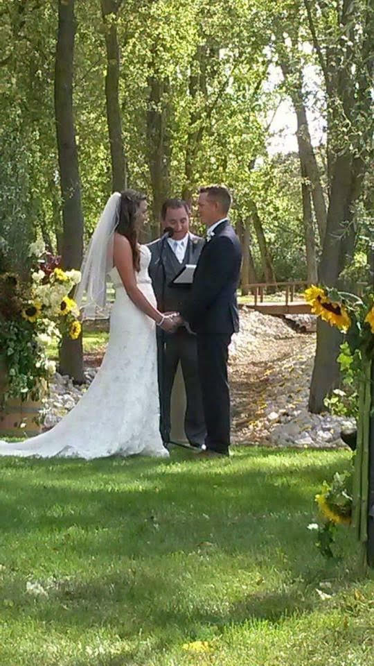 Couple saying their vows in an outdoor wedding